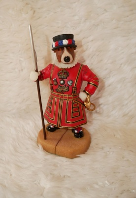 Robert Harrop - Doggie People - English Bull Terrier Beefeater Figure - New