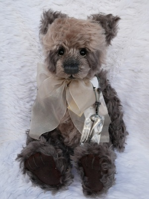 Charlie Bears Isabelle Hughes Retired 2012 Limited Edition Teddy Bear