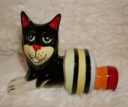 Lorna Bailey Christmas Cracker Cat - Limited Edition